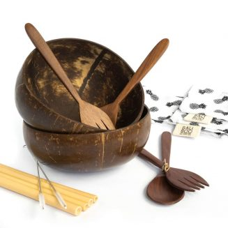 Coconut Bowls DUO Set by Bali Boo includes 2 coconut bowls, 2 cutlery sets with a wooden fork and a wooden spoon, 4 bamboo straws, 2 cleaning brushes, and 2 cotton pouches. Such a perfect set!